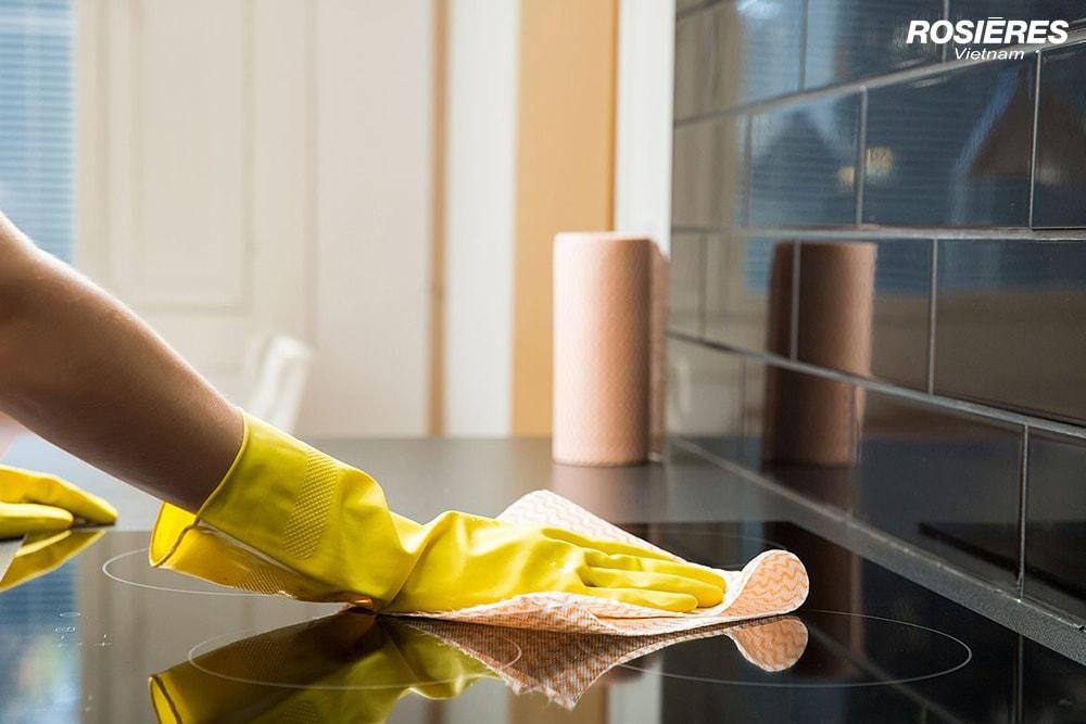 Mách nhỏ bạn cách vệ sinh bếp từ đơn giản, sạch bong như mới
